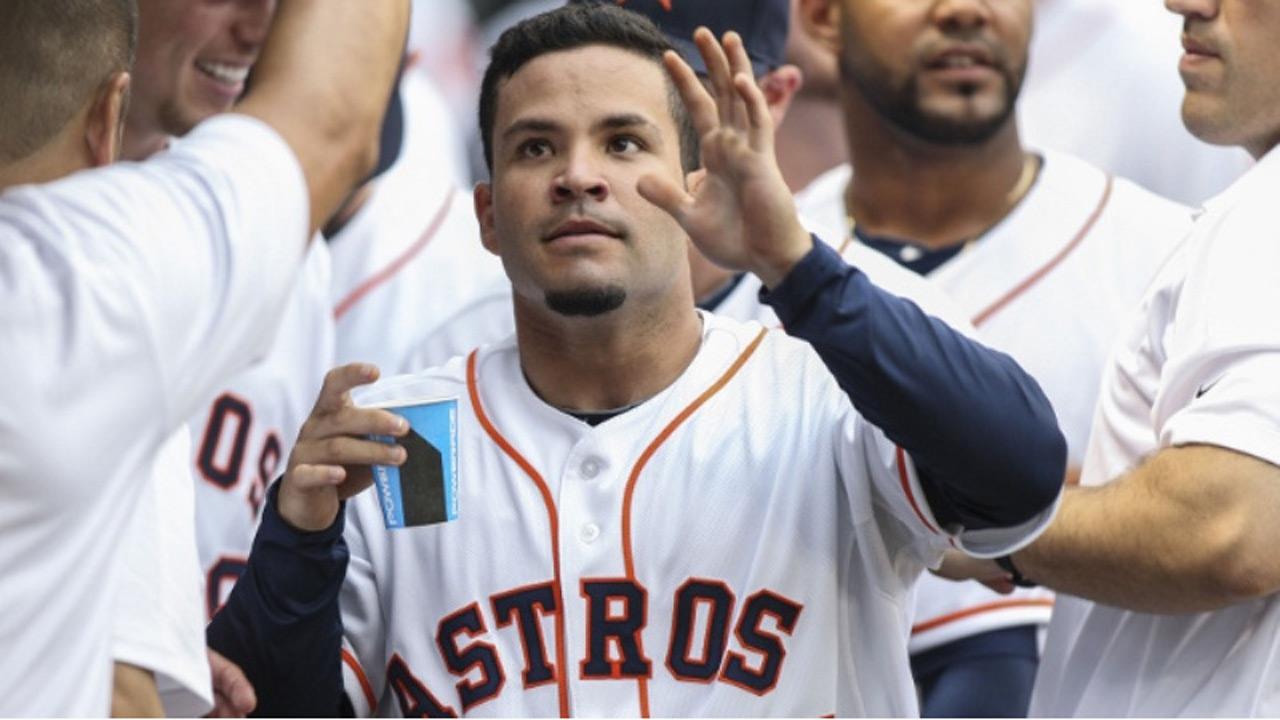 El camarero de los Astros se convirtió en el primer venezolano que conecta dos dobles y dos triples en un mismo juego