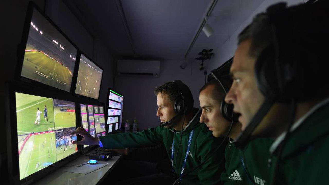 El organismo que rige el fútbol europeo dice que quiere continuar haciendo tests antes de aprobar su inclusión definitiva en la competición