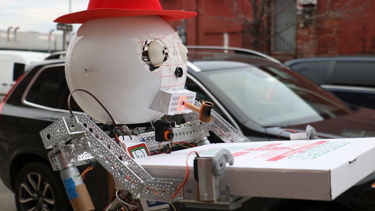 Este robot prepara pizzas