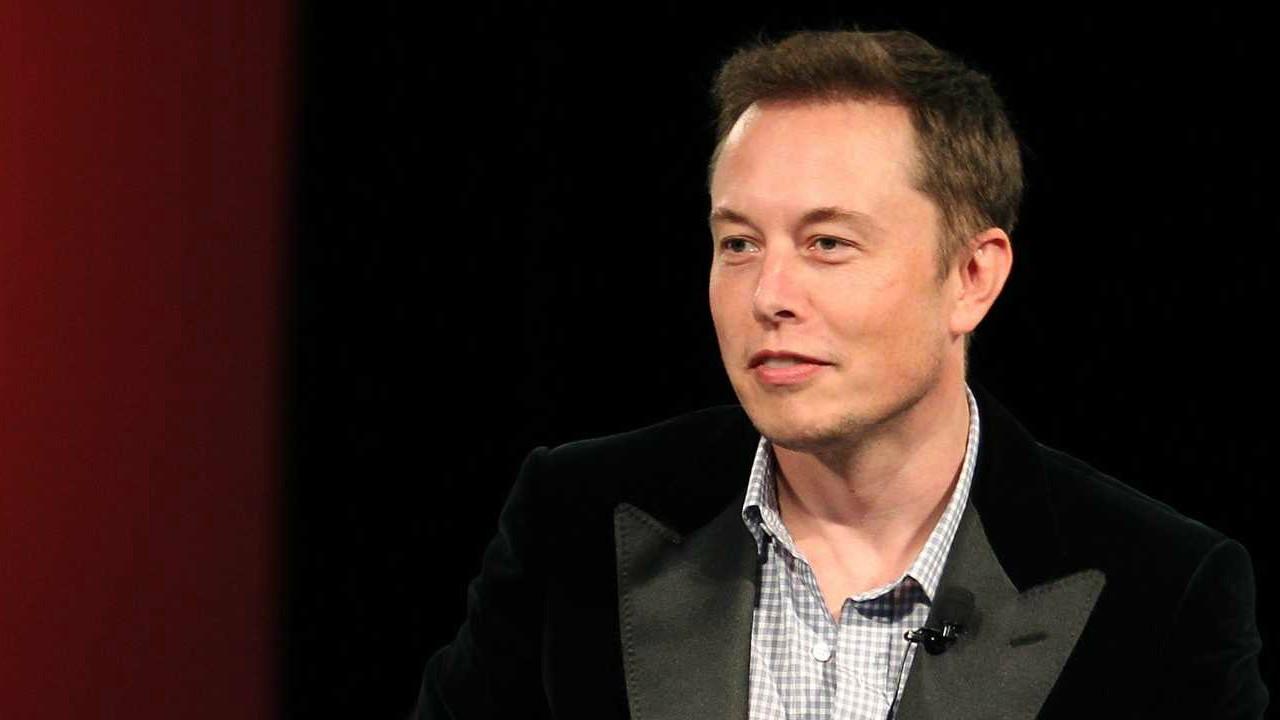 El director general de la automotriz Tesla, está trabajando para dotar el Model 3 con videojuegos