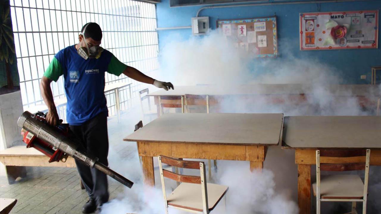 """La Alcaldía Metropolitana, con motivo del """"Plan Caracas 2020"""" fumigó y limpió varias zonas afectadas por la falta de camiones Supra"""