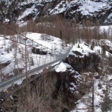 Inauguran puente colgante más largo