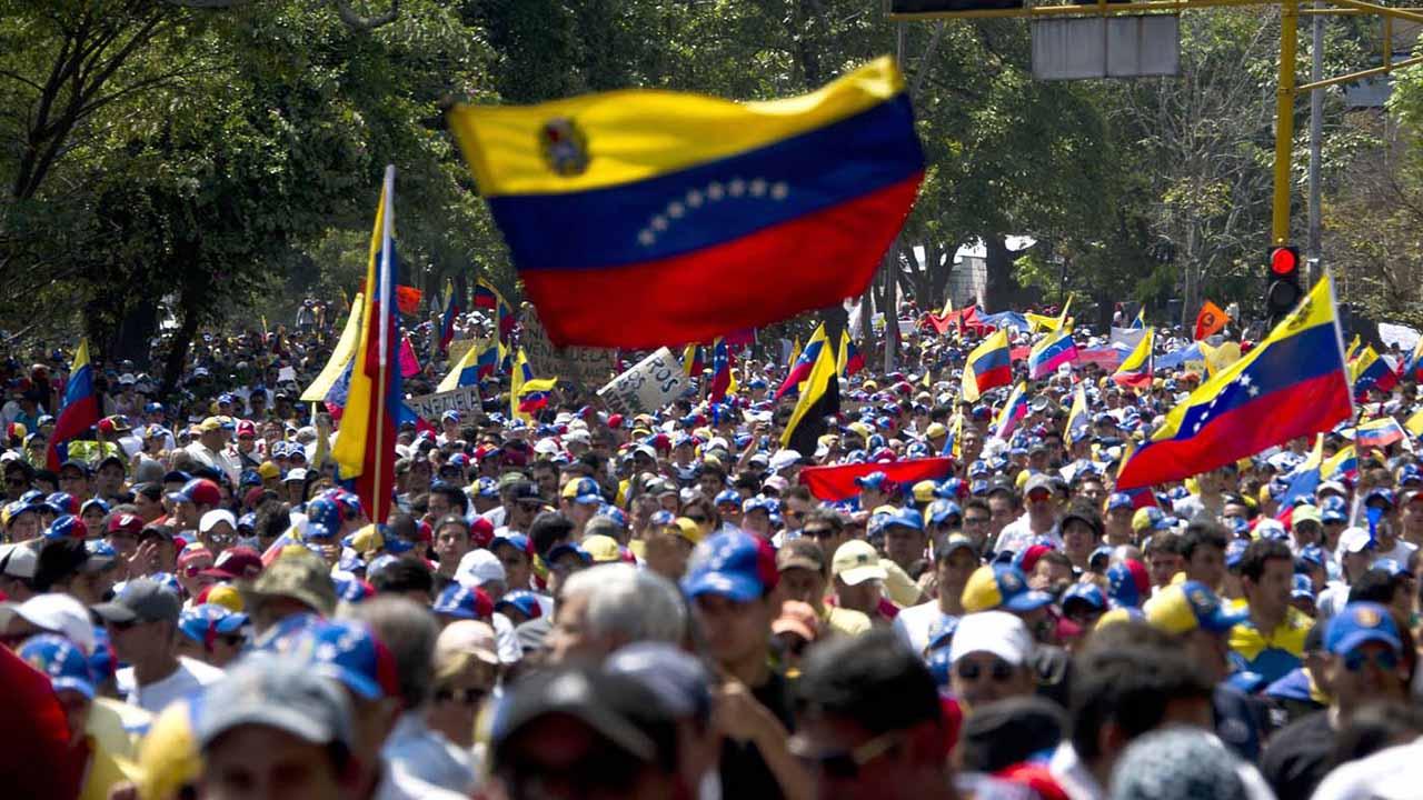 El grupo reivindica el rol pacífico y creativo de las manifestaciones antigubernamentales, que tienen lugar en el país