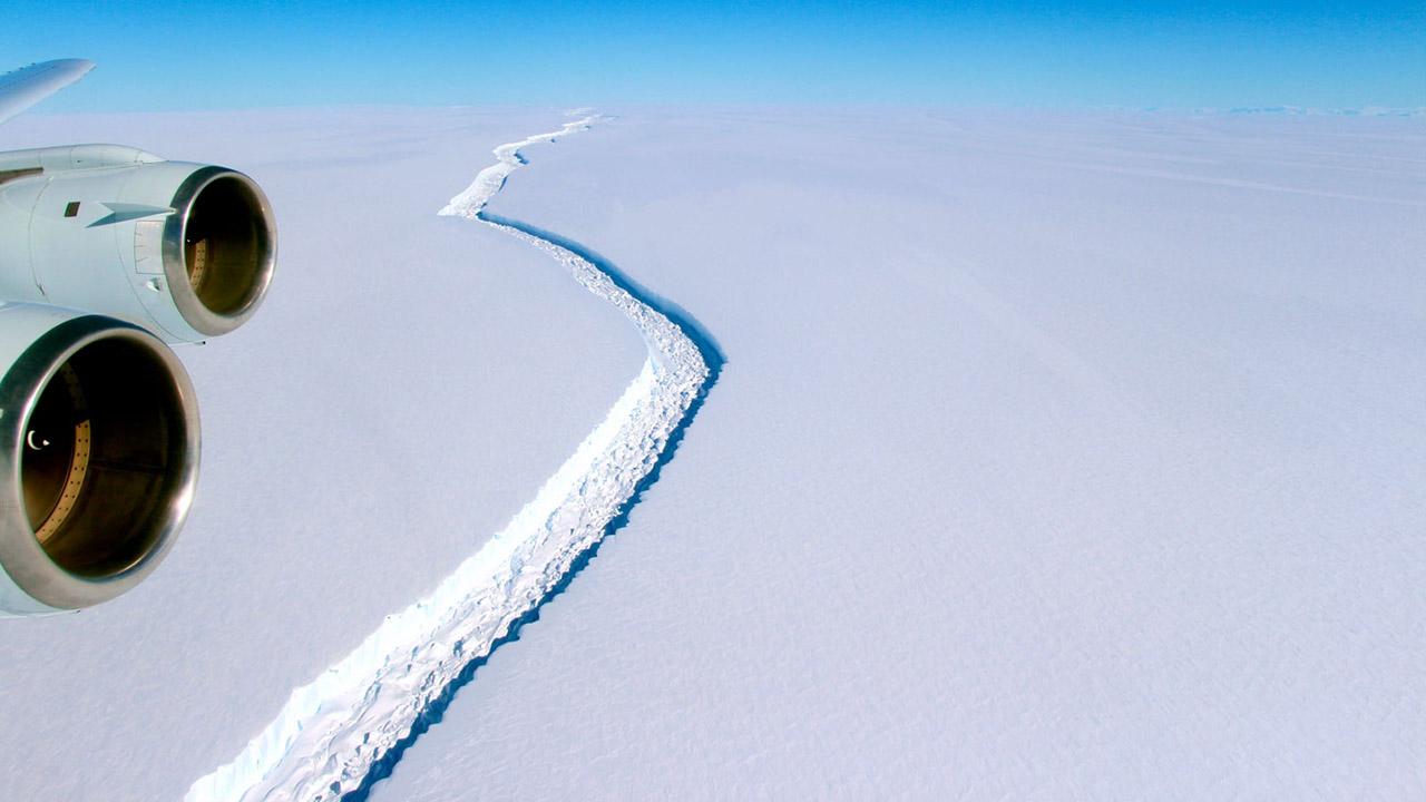 Pertenece a la sabana de hielo Larsen C, la cual es la cuarta mas grande de la Antártida luego de haberse desprendido la Larsen A en 1995
