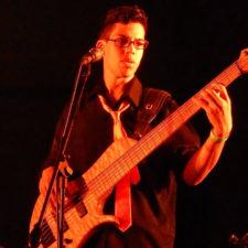 Bajista de C4 Trío pide ayuda a sus fans