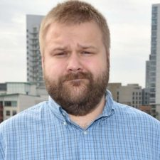 Robert Kirkman producirá series para Amazon