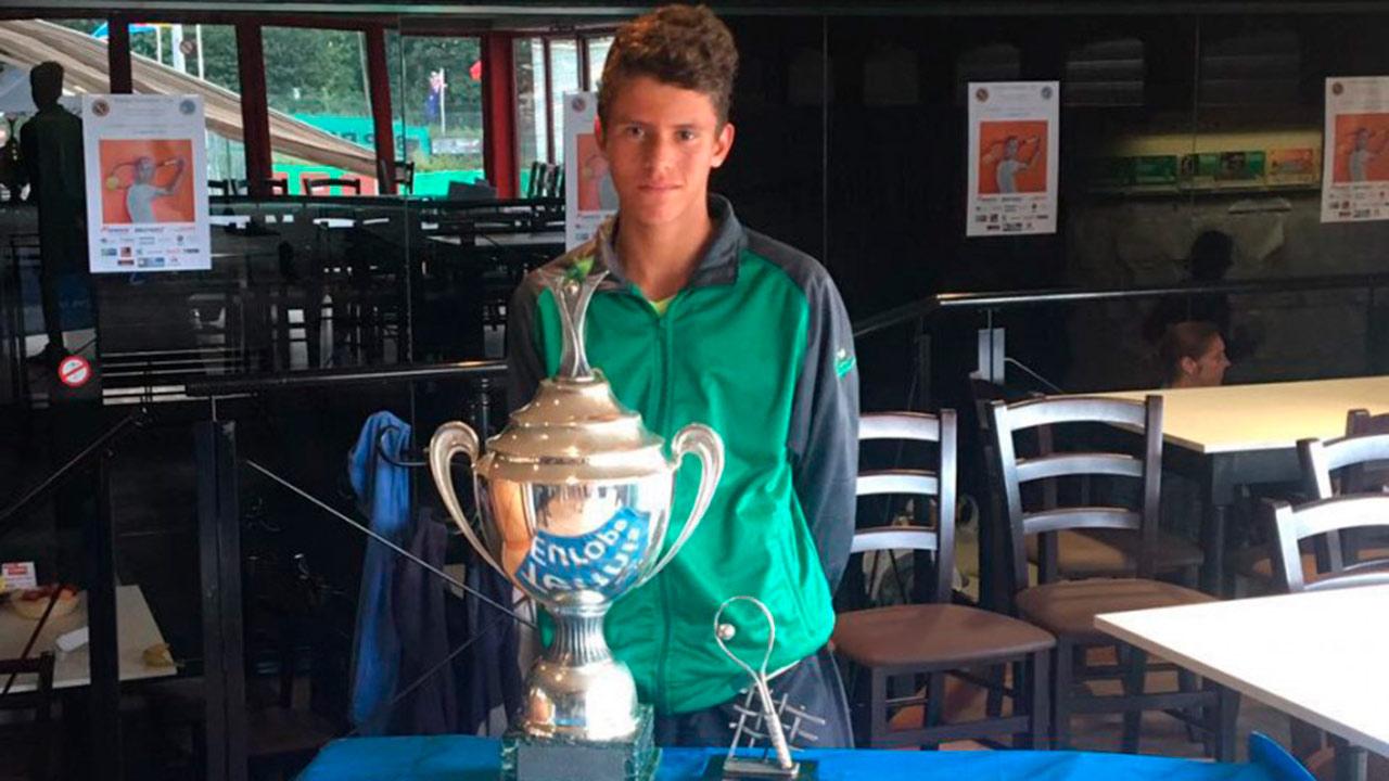 El joven Francisco Lamasrevalidó el título por la gira europea representando a la Confederación Sudamericana de Tenis (COSAT)