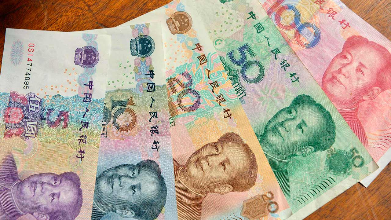 Las subastas de dólar quedarán suspendidas en tanto se incorporen las nuevas divisas al sistema cambiario: rupias, yuanes, yenes y rublos