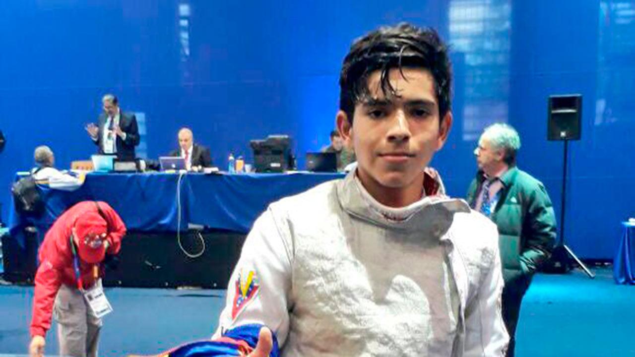 El esgrimista superó tres escollos y en la final de la especialidad florete masculino derrotó al argentino Dante Cerquetti por 15-11