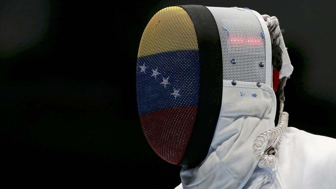 Esgrimistas ganan medallas en Chile