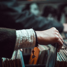 Este sitio web te enseña todo sobre los géneros musicales
