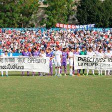 Futbolistas uruguayos levantan huelga