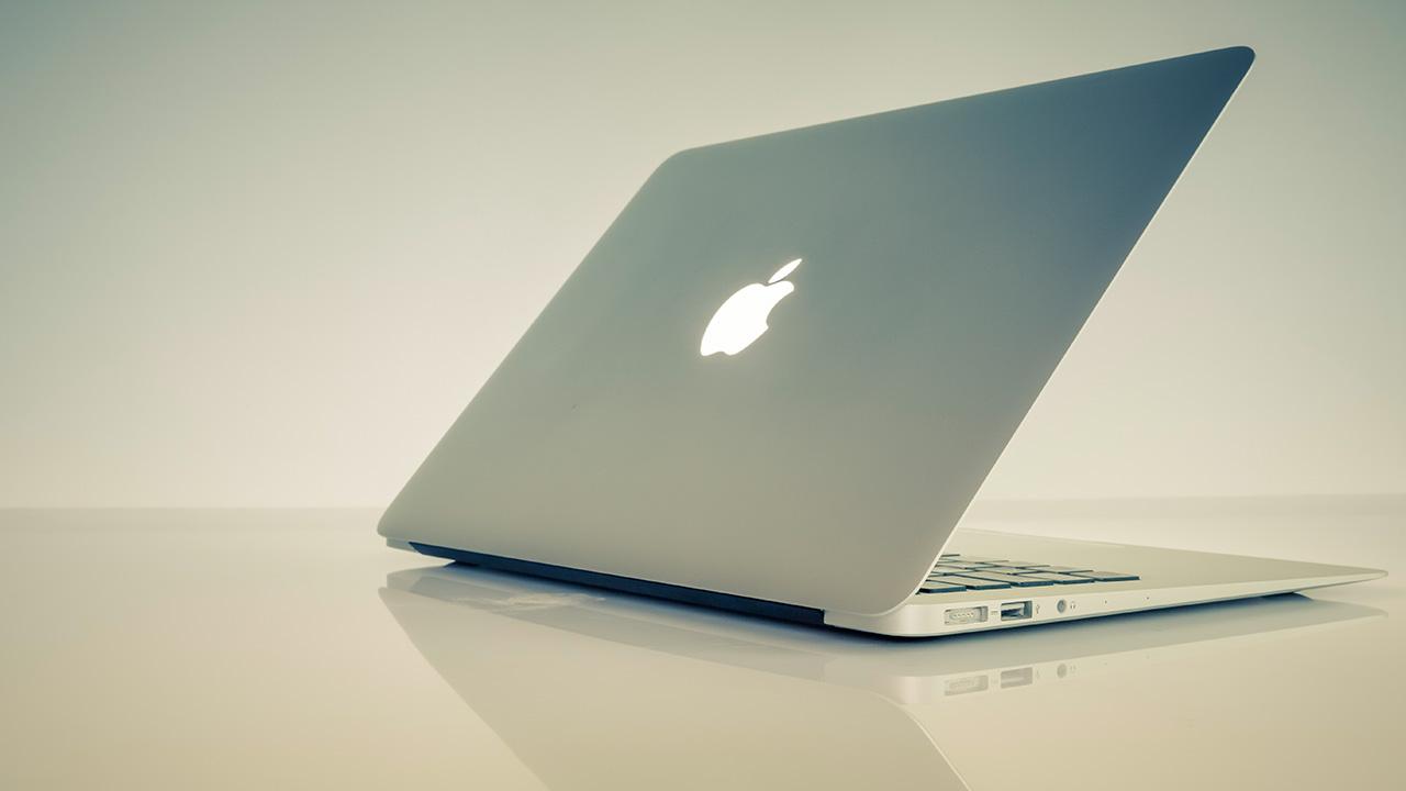 La empresa creada por Steve Jobs detalló que esto se debe a un virus que ha atacado al sistema operativo y el cual permite el acceso sin contraseña