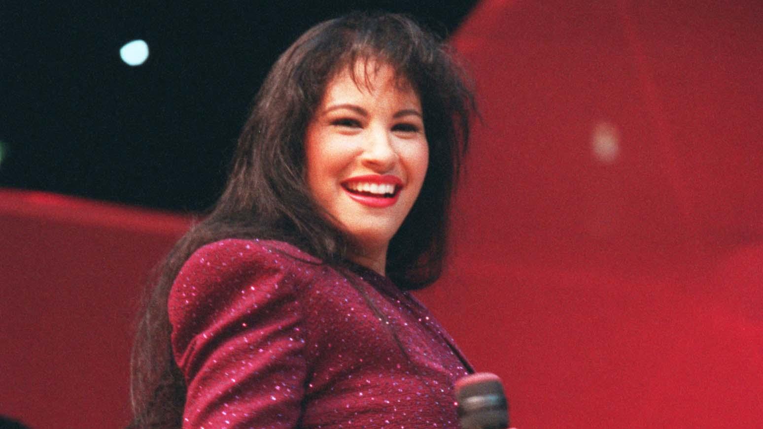 Miles de fanáticos de la desaparecida artista se congregaron enlos alrededores del edificio de Capitol Records para inmortalizar su nombre