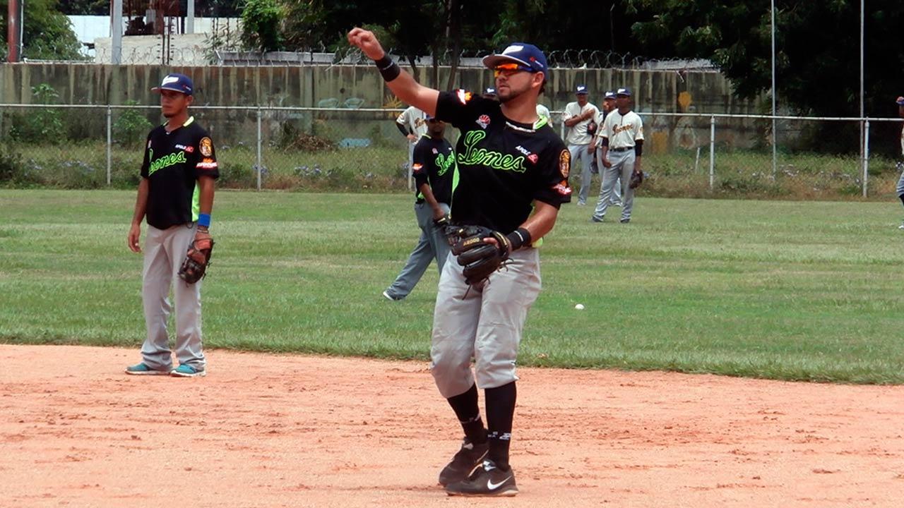 El jugador de los Leones del Caracas recibió un disparo en su brazo izquierdo que astilló parte del hueso pero pronto tendrá cirugía menor