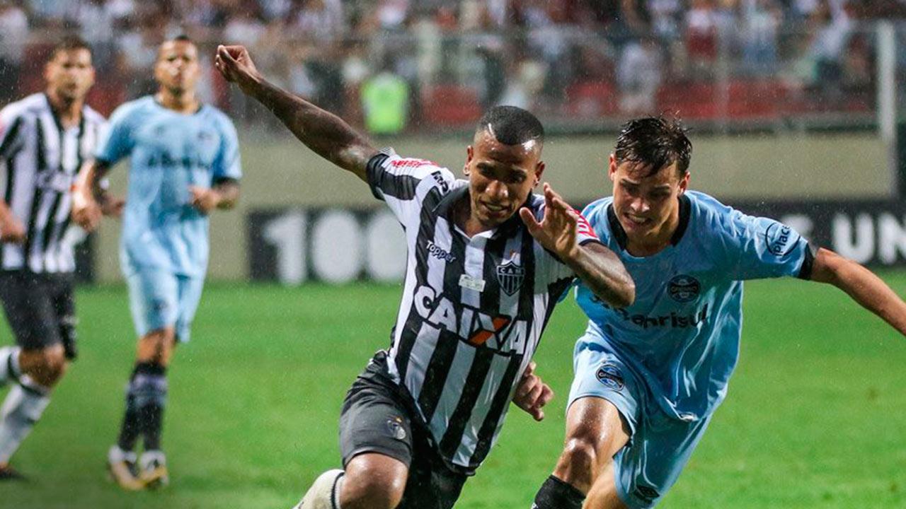 El futbolista venezolano fue galardonado con la estatuilla gracias a su gol desde la mitad de la cancha contra Coritiba