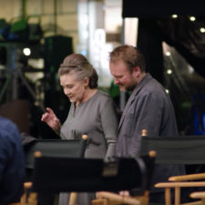 Rian Johnson elogió a Carrie Fisher