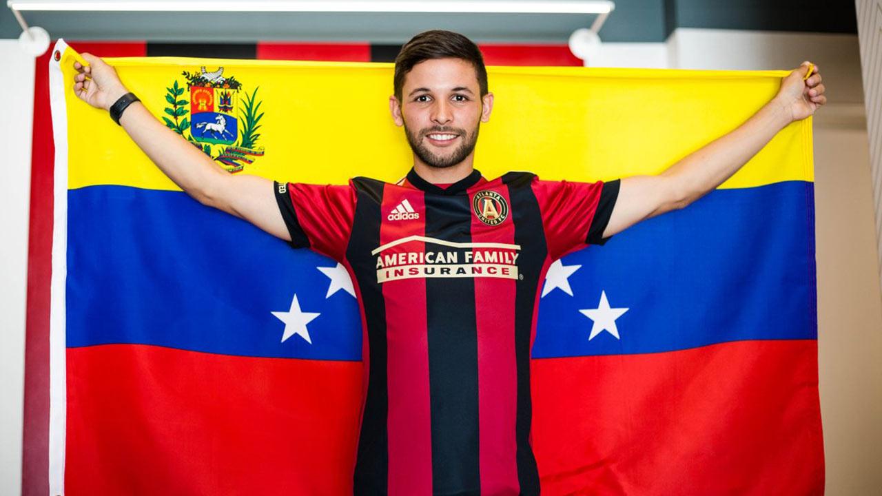 El defensor venezolano acompañará su compatriota Josef Martínez en el equipo de la Major League Soccer