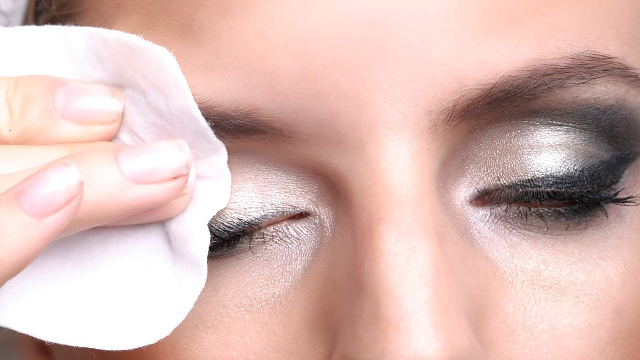 La empresa Biotherm estrenó un nuevo producto que permitirá a las mujeres no tener ningún tipo de residuo en el rostro