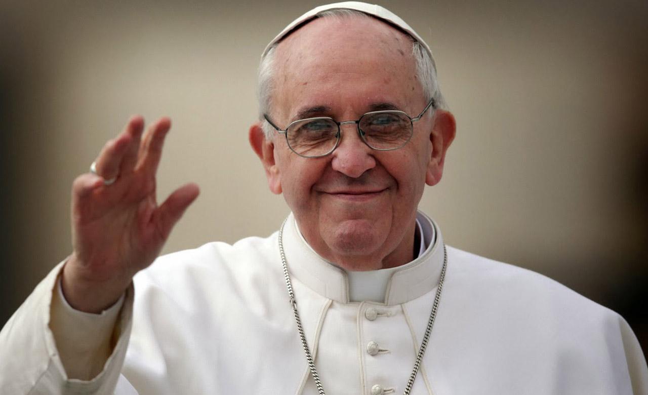Papa Francisco bendijo a una anciana de 98 años