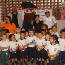 Bucaneros brindó alegría en escuela varguense