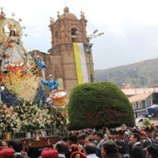 Devotos piden a la Virgen de La Candelaria