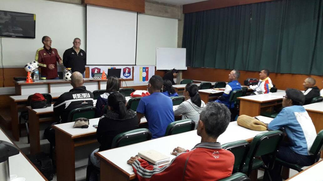 El Sumario - FVF y Liga de Fútbol Femenino ofrecen curso de entrenadores