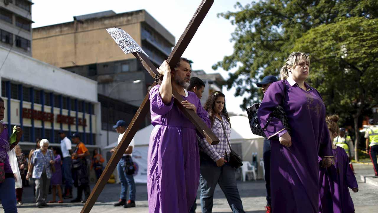 el sumario - La Semana Mayor para precedida por la Cuaresma donde los fieles rinde homenaje anual a la Pasión, Muerte y Resurrección deJesús de Nazaret