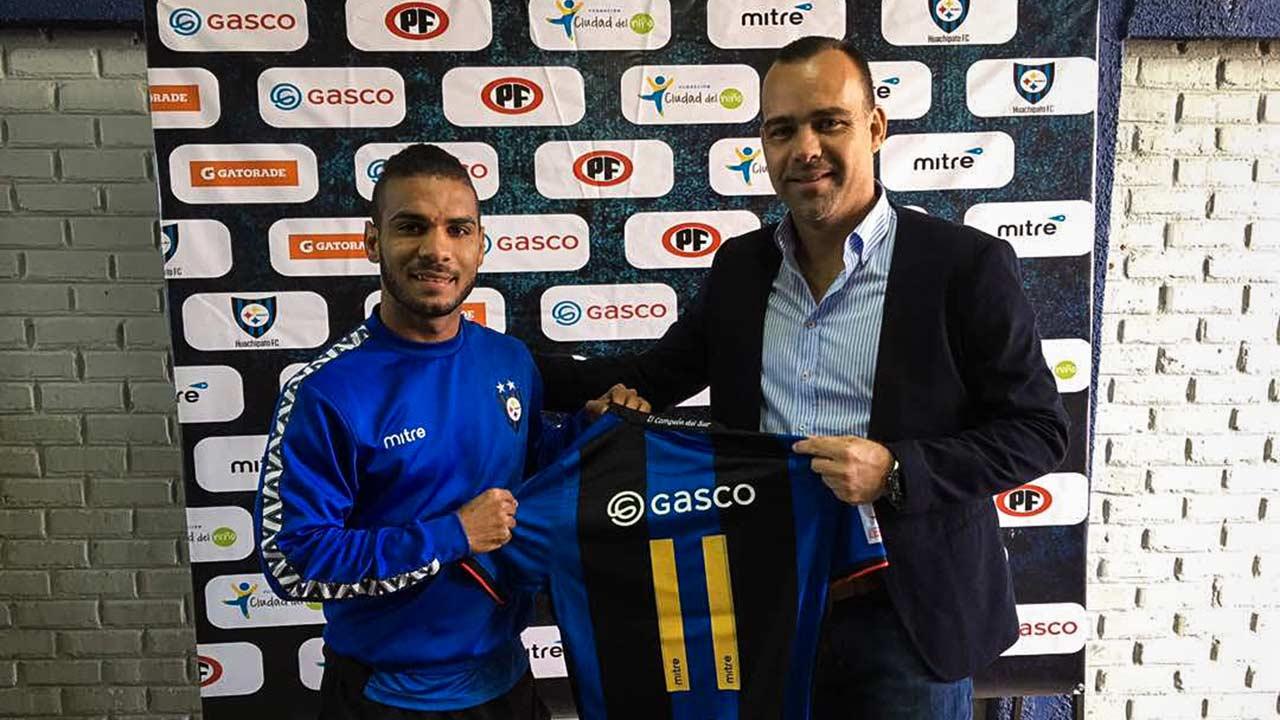 El seleccionador de la Vinotinto se reunión con cuatro futbolistas venezolanos que militan ese país