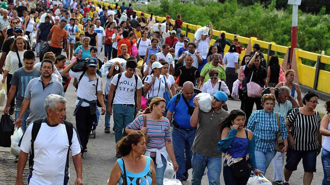 el sumario - El Gobierno brasileño inició el proceso de interiorización de inmigrantes venezolanos que se encuentra en el estado fronterizo para mejorar su calidad de vida