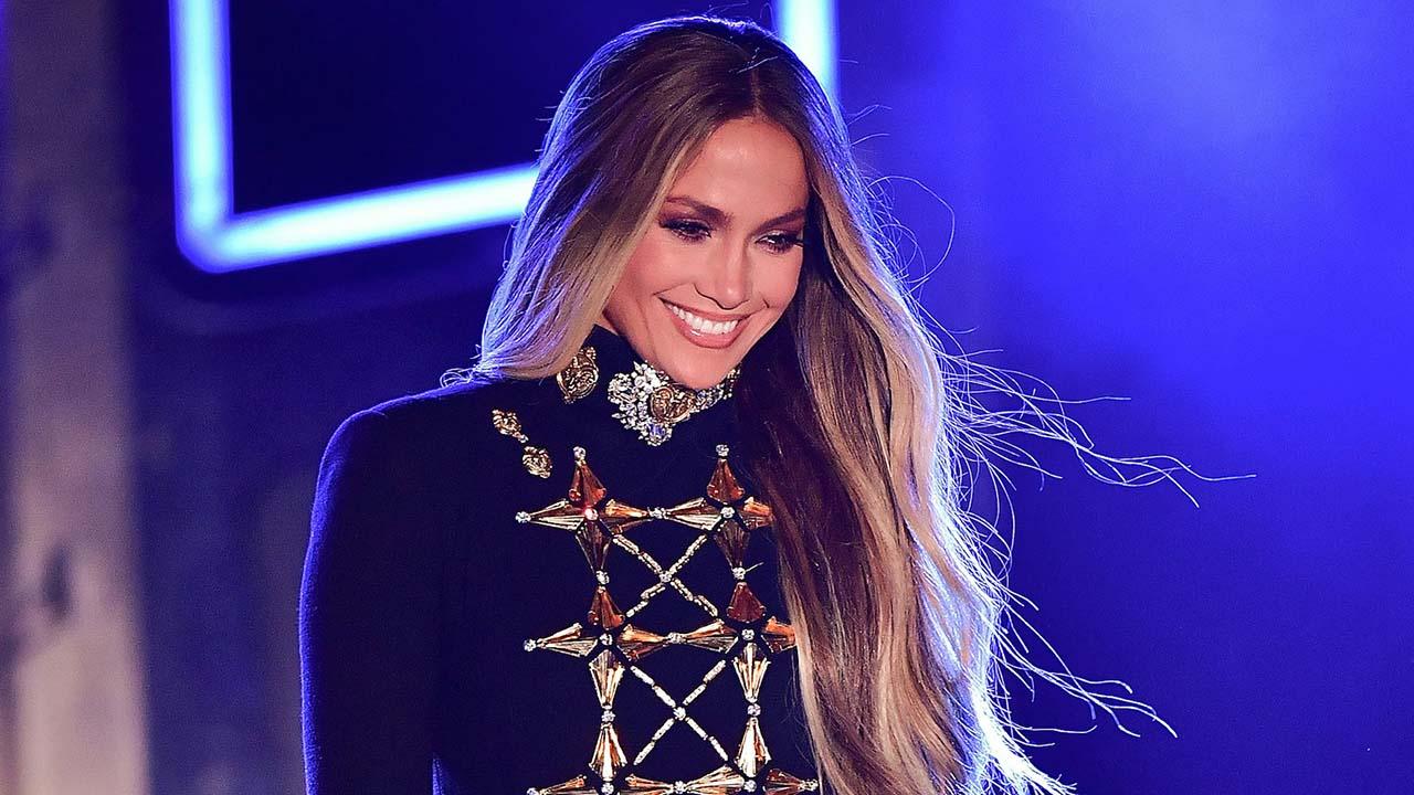 El Sumario - La Diva del Bronx también se encuentra compitiendo por dos premios mientras que los más nominados de la noche son J Balvin y Shakira con doce nominaciones cada uno