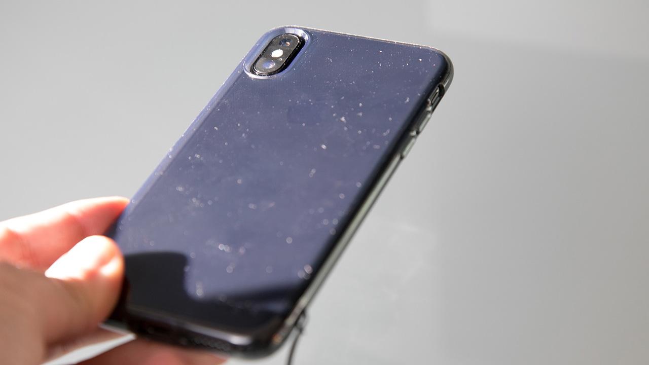 """La empresa rusa """"Caviar"""" ha pensado en los miles de usuarios que se quejan por la duración de la batería de algunos dispositivos móviles"""