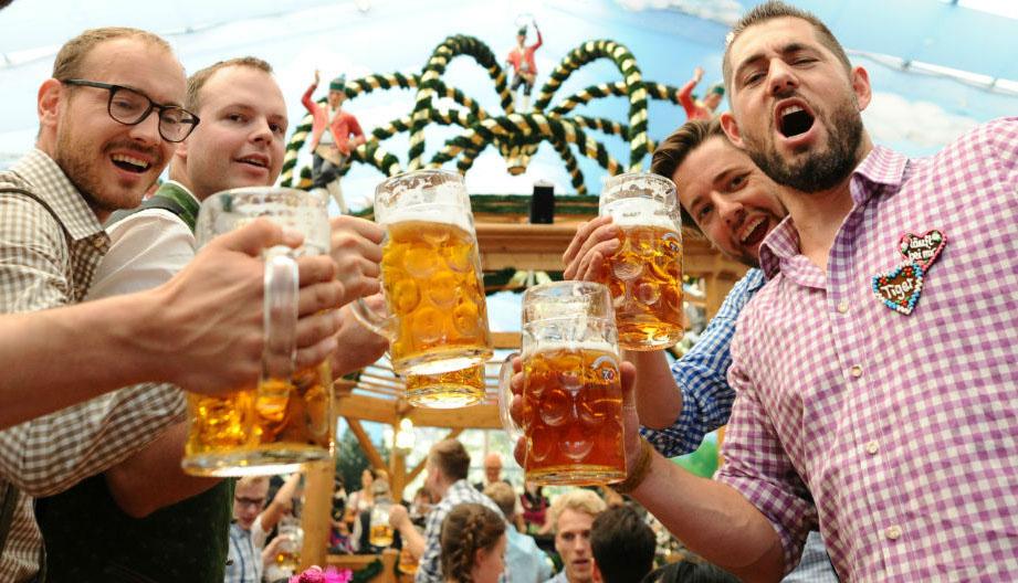 El Sumario - Un litro de la bebida alemana rondará los trece dólares en el evento que se realizará en Múnich a finales del mes de septiembre