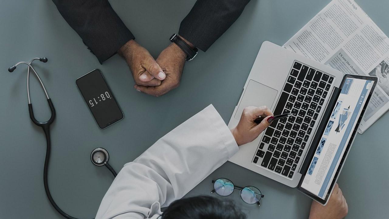 La Clínica Virtual de Médicos Venezolanos Online (MVO) brinda atención a las personas en cualquier lugar del mundo