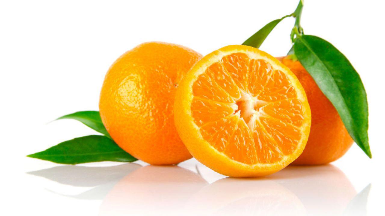 Esta fruta es un poderoso antioxidante, que no solo refuerza el sistema inmunológico sino que favorece la cicatrización.