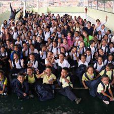 Fundación Yammine entregó kits escolares en escuela de Baruta