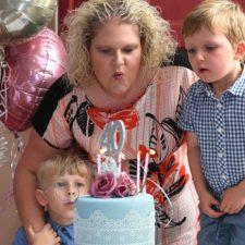 Primera persona nacida por fecundación in vitro cumple 4 décadas