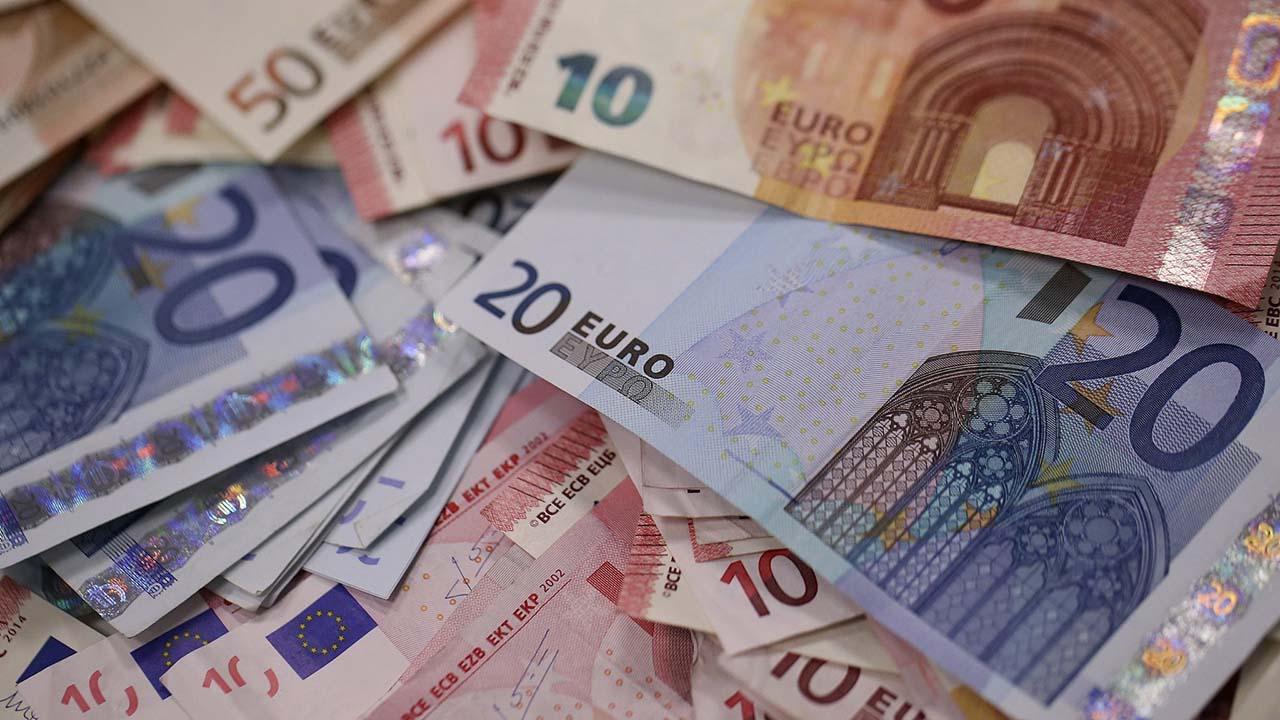 El primer ministro de Grecia, Alexis Tsipras, anunció este lunes una subida del 11%, el primer aumento en una década