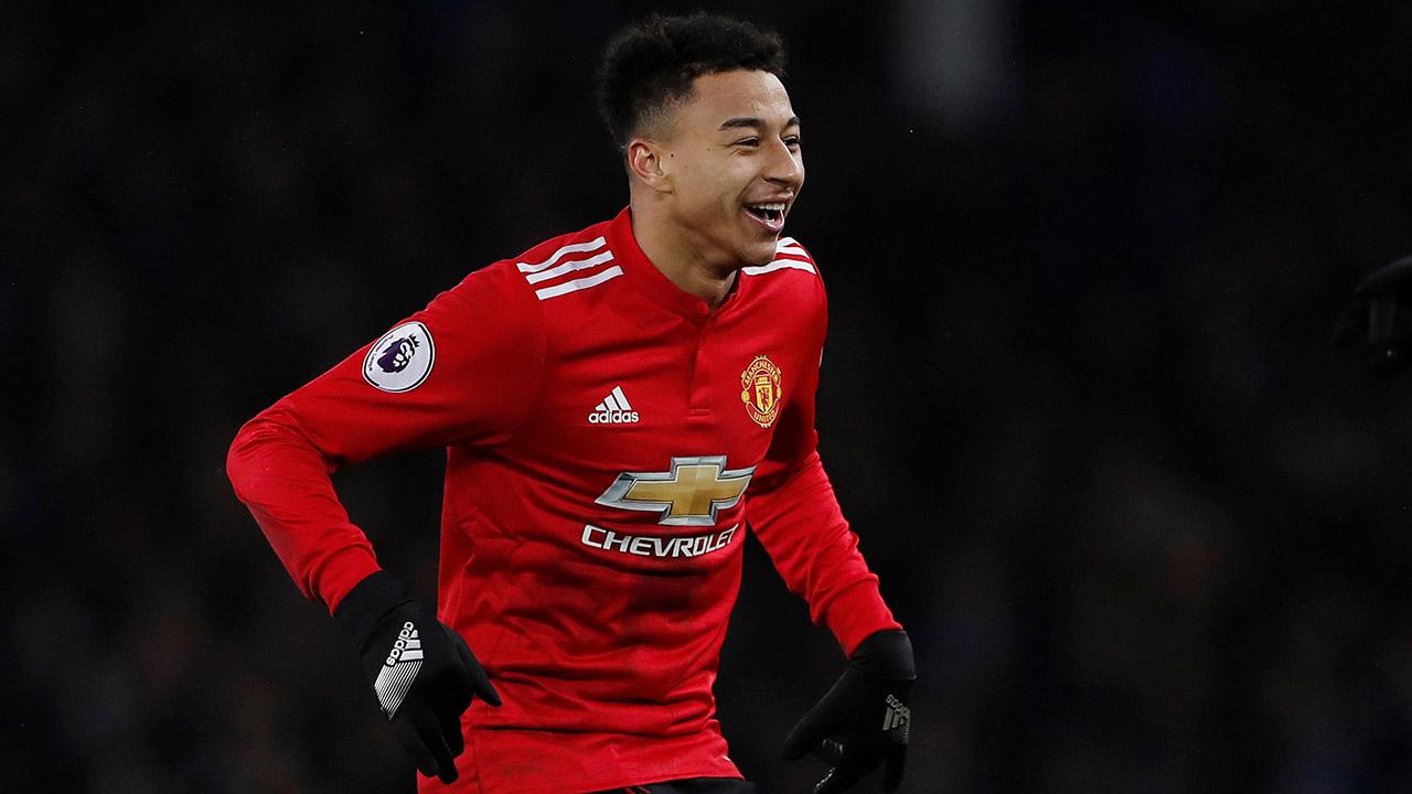 El futbolista del Manchester United jugó una partida de fútbol con unos fanáticos que se lo encontraron en el camino