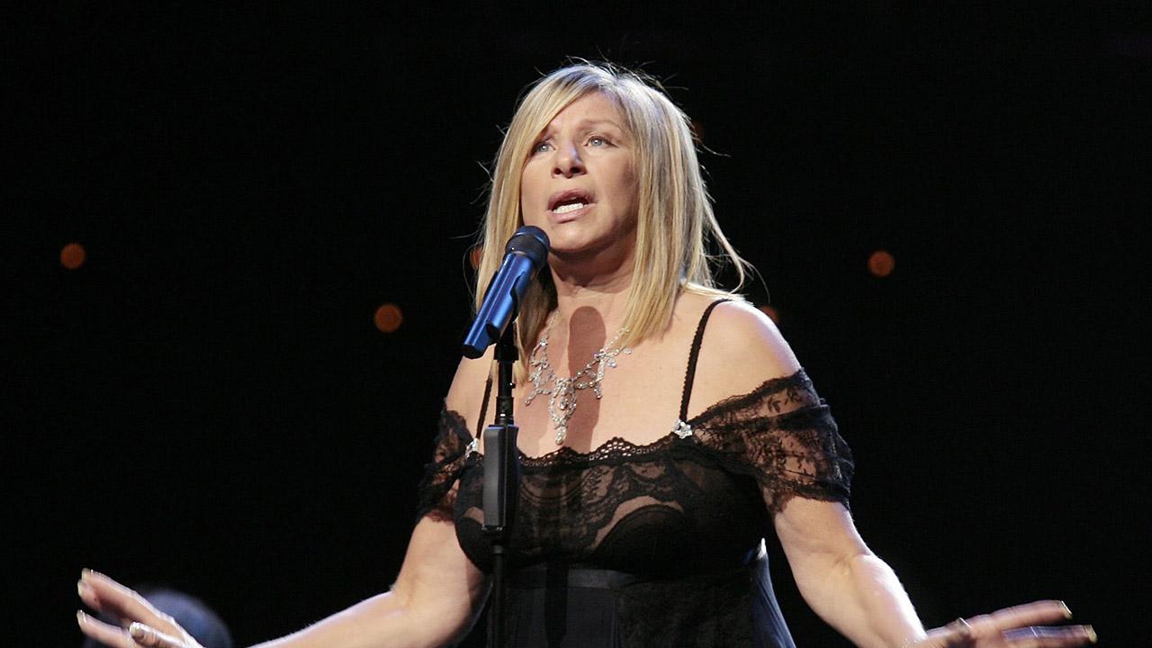 La cantante realizó criticas a la gestión del primer mandatario
