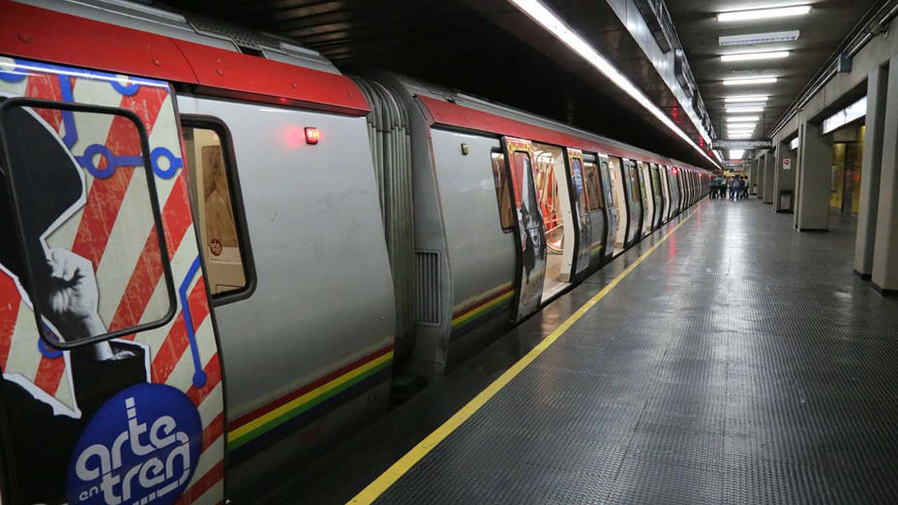 La Compañía Anónima informó que ya fue resuelto el problema de un tren que se encontraba sin tracción en la estación Parque Carabobo