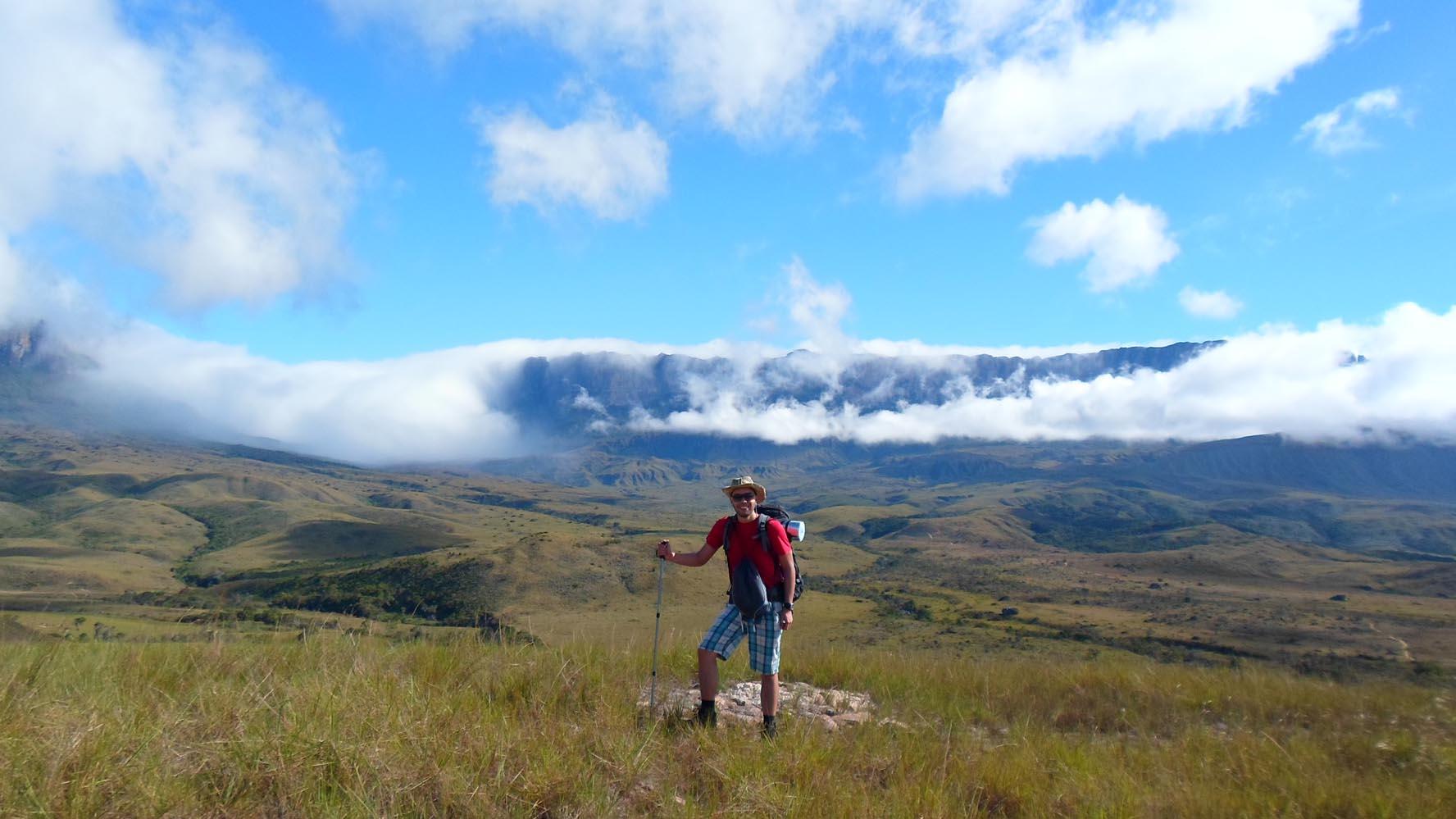 Alex Coco Pro cuenta que el país tiene todos los escenarios para practicar turismo de montaña, de playa, submarinismo, canyoning y escalada