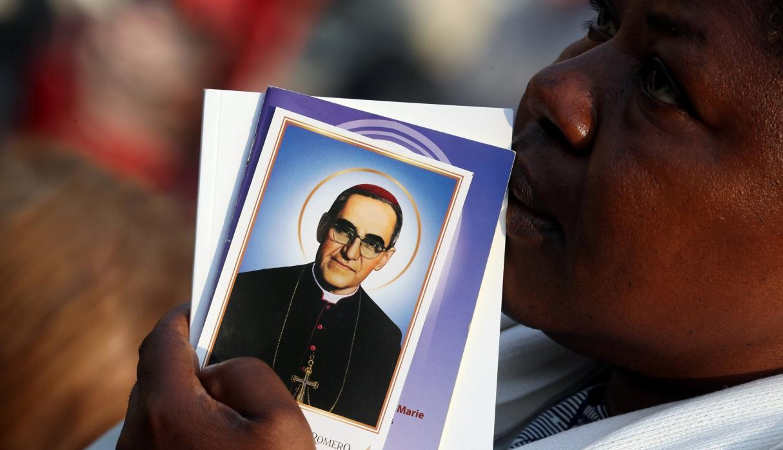 La reliquia que fue colocada en Roma es un hueso del clérigo fallecido en 1980