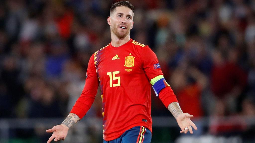 El central español publicó un video en su cuenta de Twitter en el que aclara la polémica en el partido contra Inglaterra