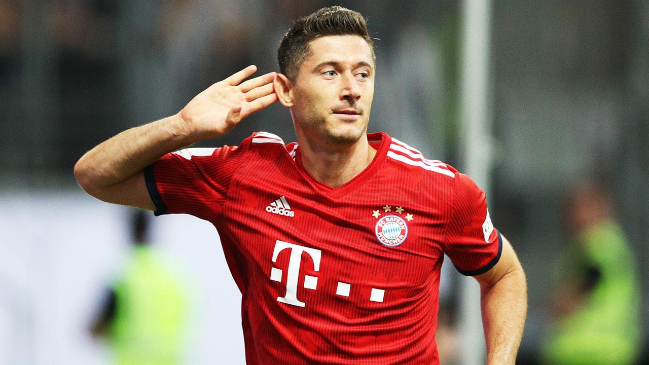 Con el doblete logrado el martes ante el Benfica, el futbolista polaco superó la barrera de los 50 goles en la competición europea
