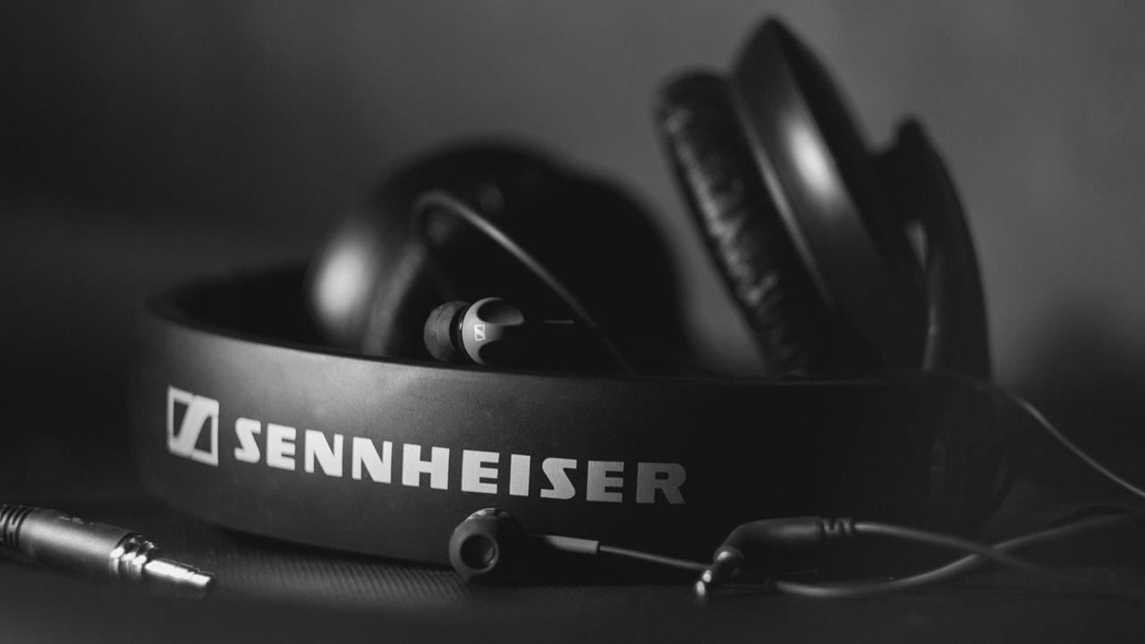 La marca de audífonos alemana aceptó que cometió un error que puede permitir que un atacante intercepte tus datos