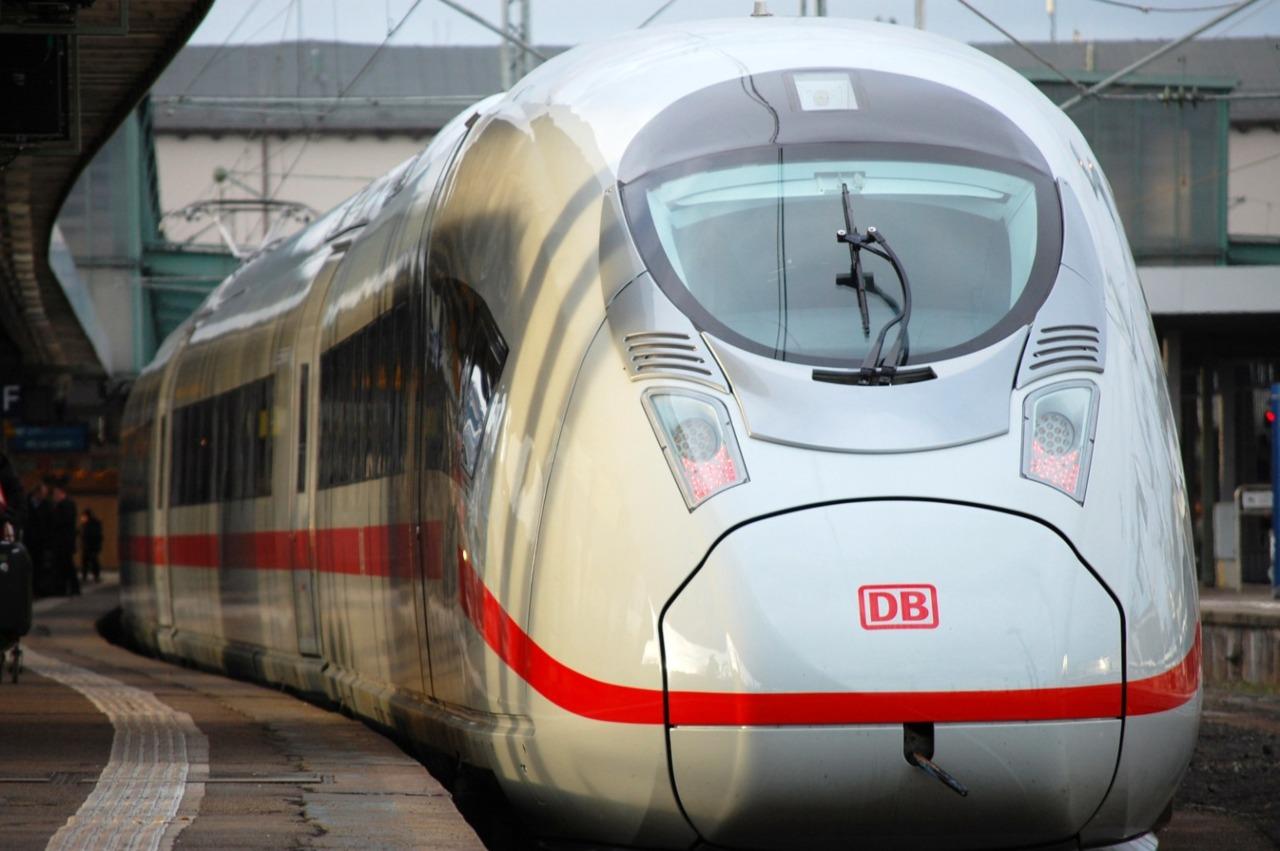El Gobierno mexicano tiene previsto elaborar este servicio de transporte con miras a incrementar el crecimiento económico