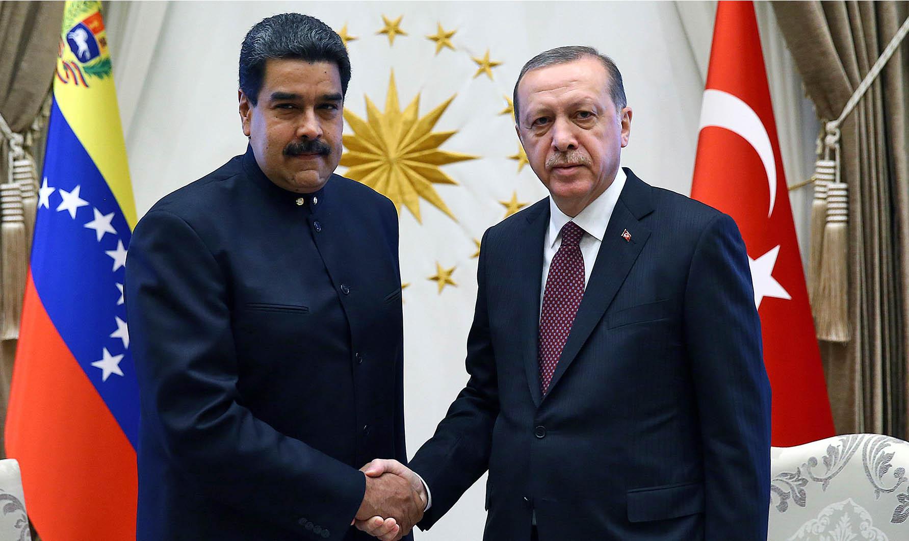 El Sumario - Recep Tayyip Erdogan fue recibido en el Aeropuerto Internacional Simón Bolívar por Delcy Rodríguez y Tareck El Aissami