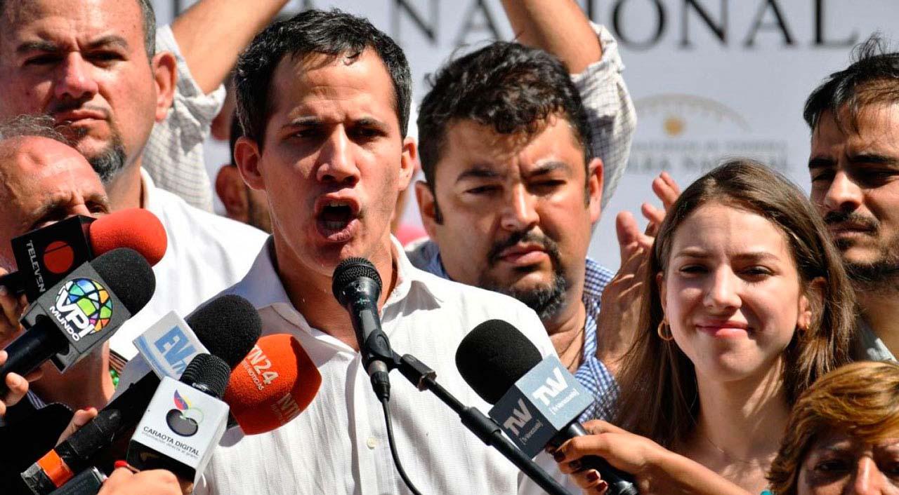 El presidente interino de dirige al pueblo vargüense desde la plaza El Cónsul en Maiquetía
