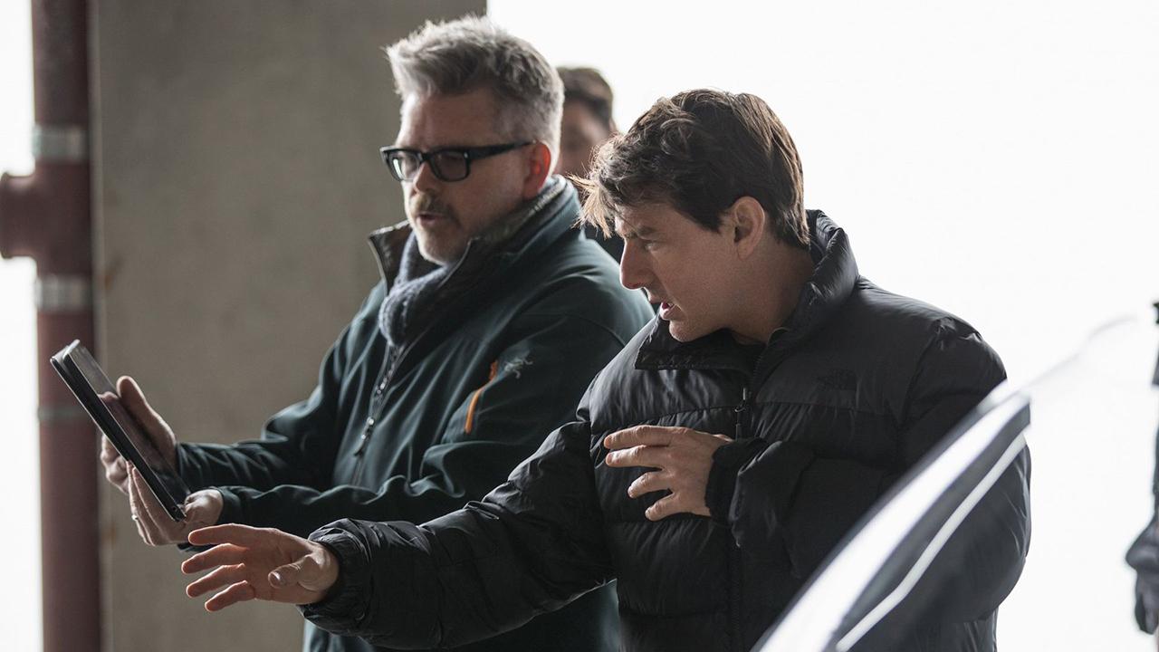 El guionista y director estará de nuevo al mando de las próximas dos producciones de la franquicia del superespía